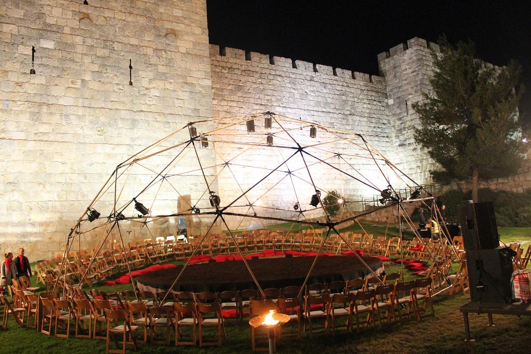 כיפה גאודזית - חומות ירושלים - הופעה של ורטיגו