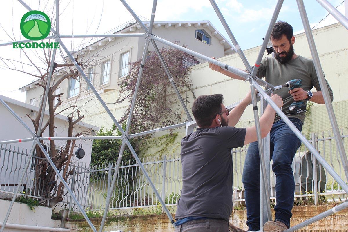 הקמת כיפה גאודזית - כפר הנוער עתיד רזיאל הרצליה